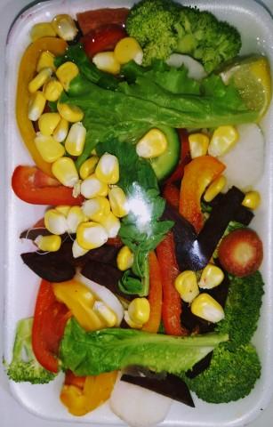 Broccoli+Carrot+Mooli+Red, yellow Capsicum+Beetroot+Sweet corn+Lettuce+Cucumber